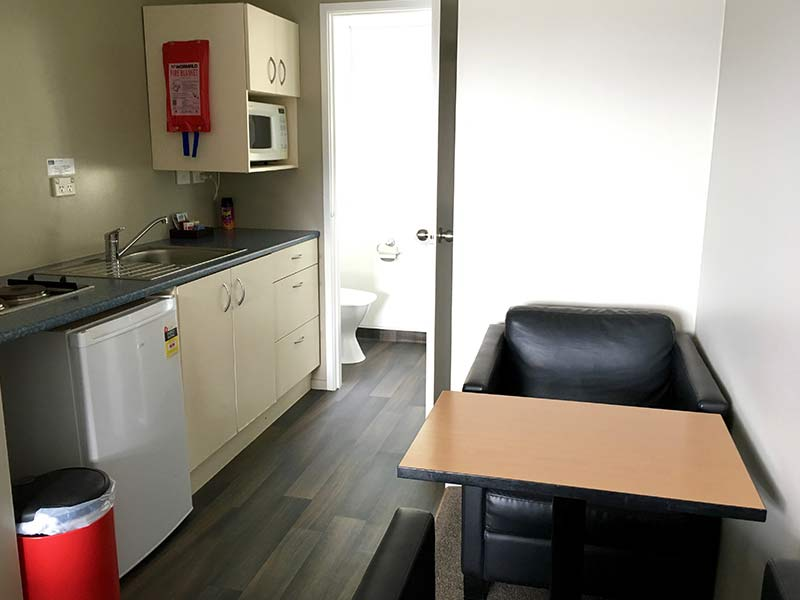 studio-motel-kitchen